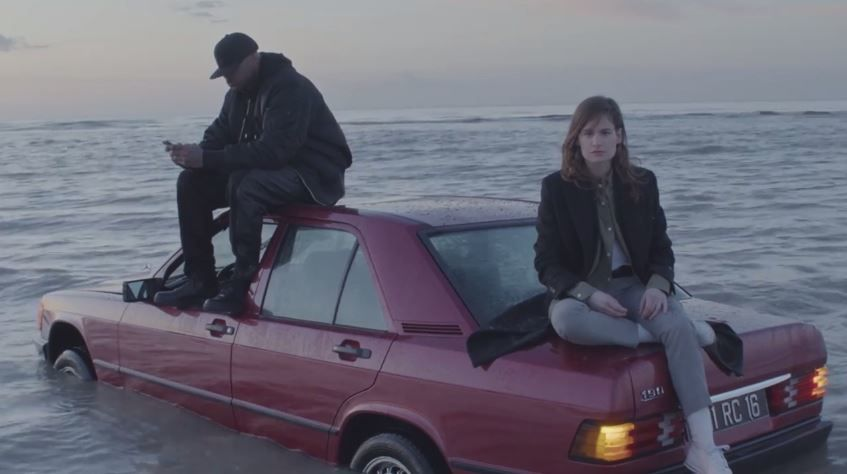 Le clip de Here, chanson de Christine &amp&#x3B; The Queens et Booba.