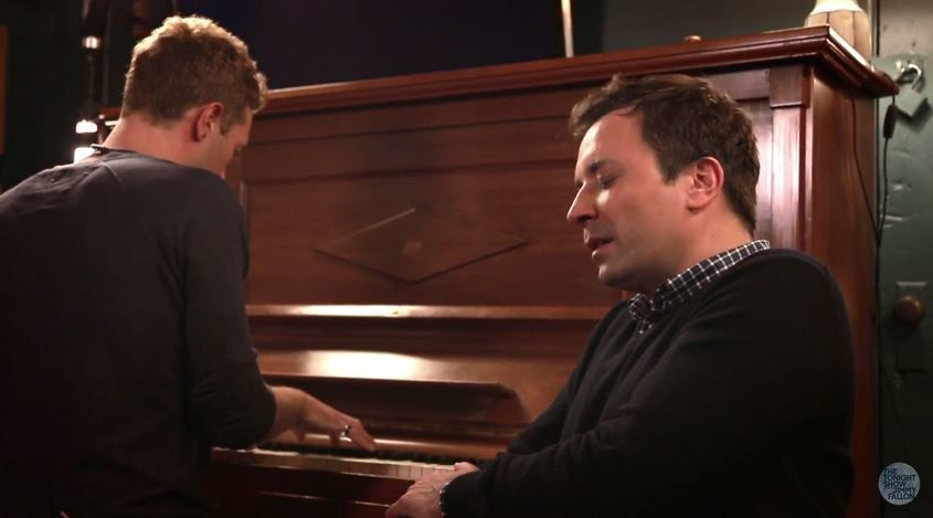 Jimmy Fallon et Chris Martin reprennent Life to Mars de Bowie.
