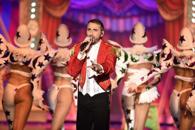 La reprise par Christophe Willem d'I am what i am pour &quot&#x3B;Tous au Moulin-Rouge&quot&#x3B; (vidéo).