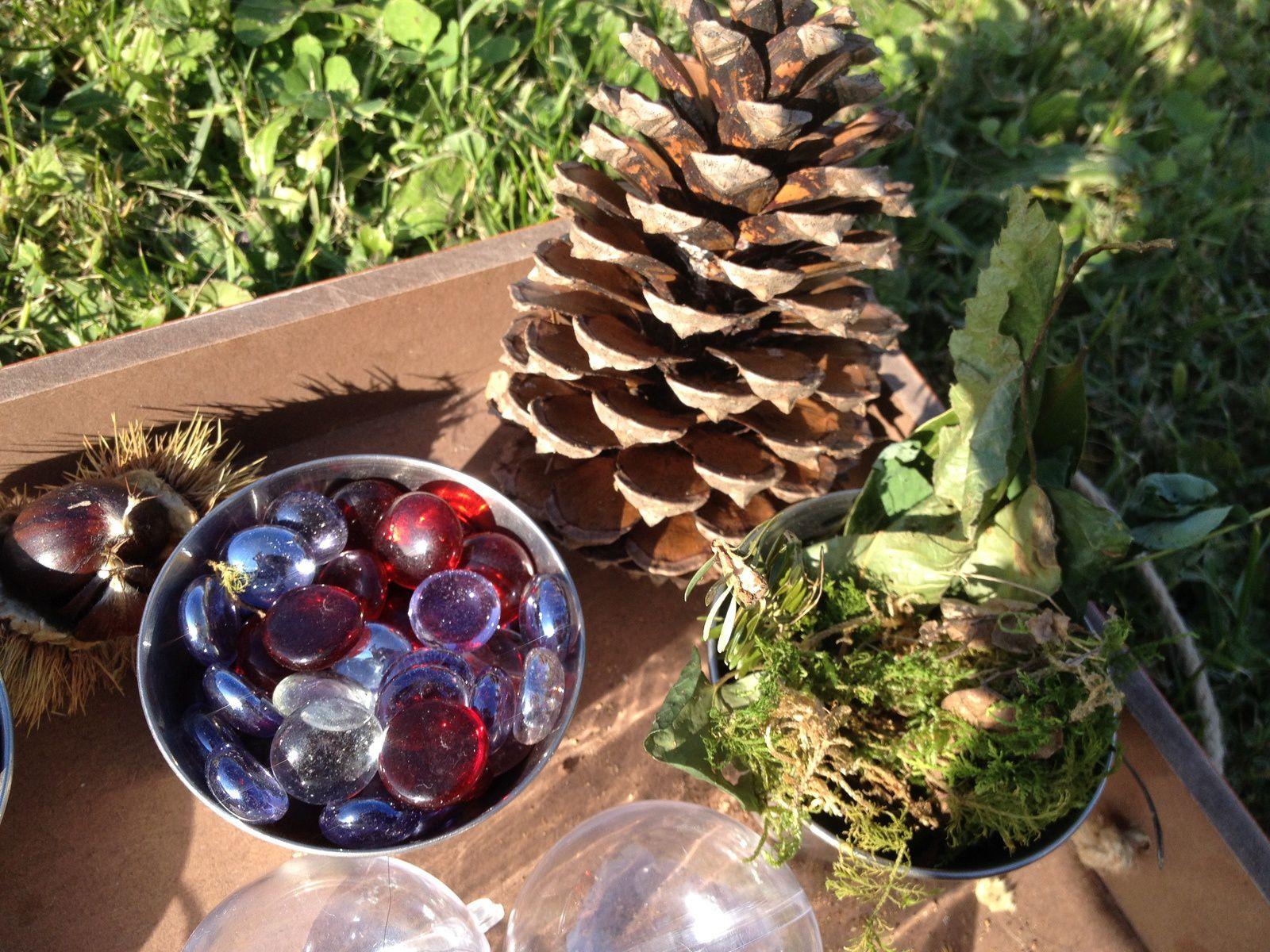 Fabriquer un mobile nature (+ boules de Noël)
