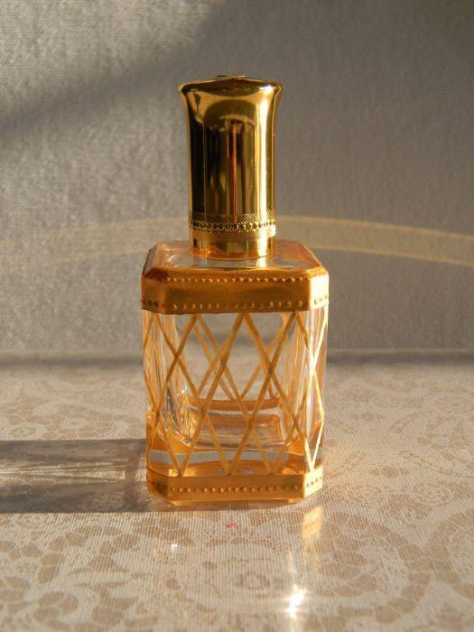 Flacon de parfum doré et tests sur la dorure sur verre