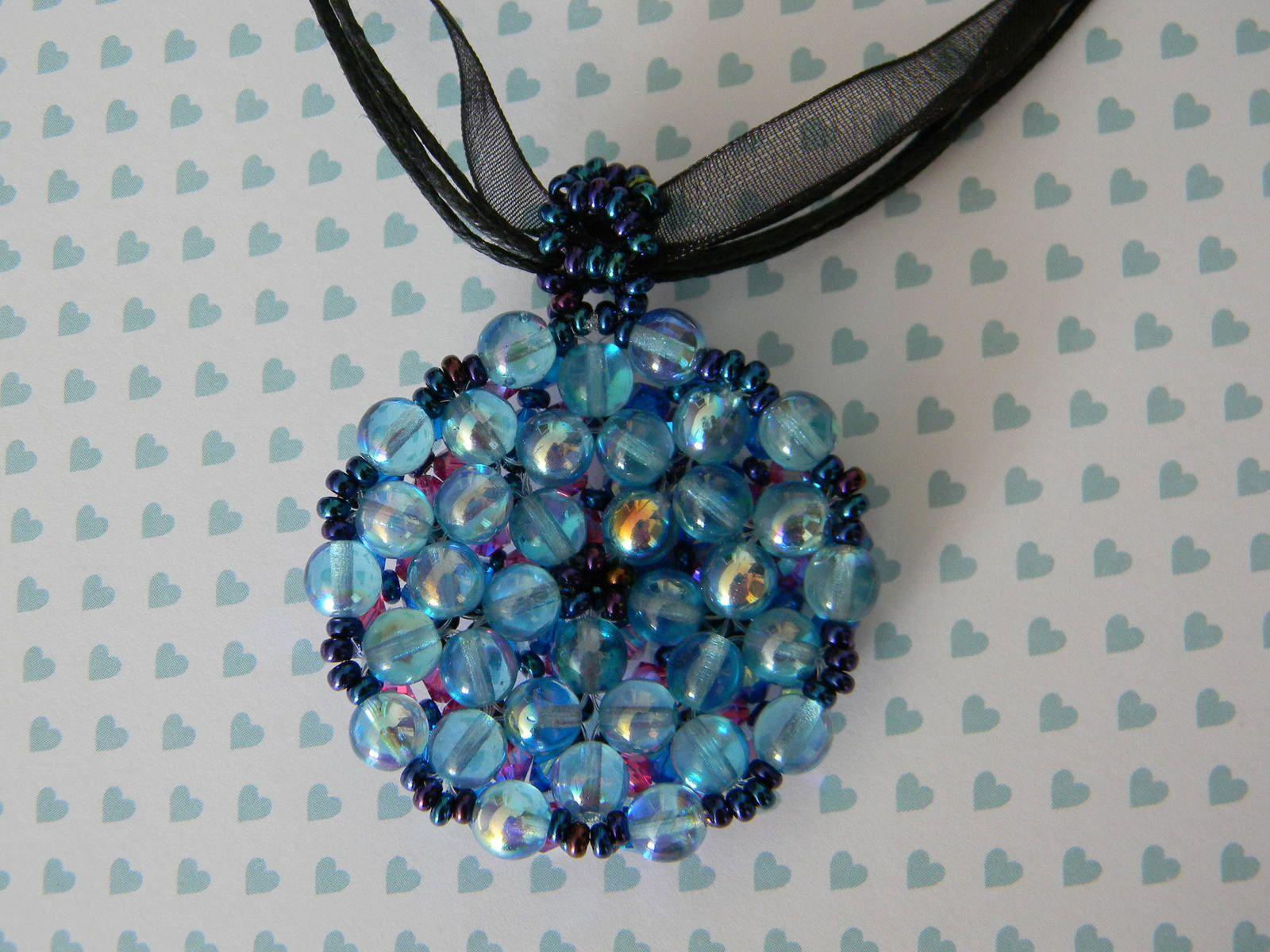 Pendentif rond bleu, verre de Bohême et cristal Swarovski