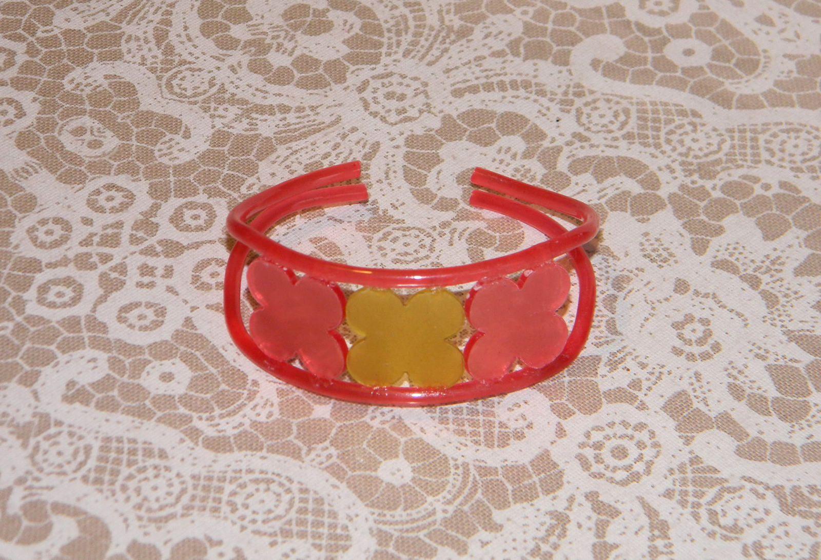Bracelet « trois fleurs » en bioplastique Arteko