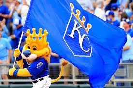 Royals Ride Big Seventh Inning, Win Game 5-2