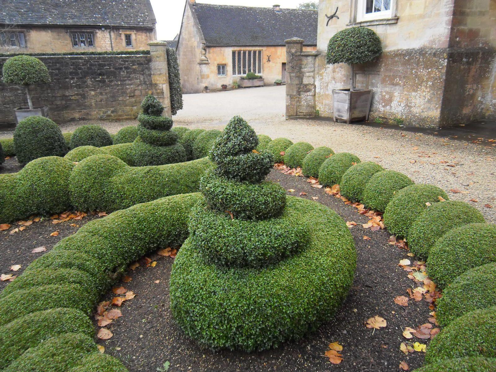 Bouton House : Les anglais se débrouillent pas mal en art topiaire !