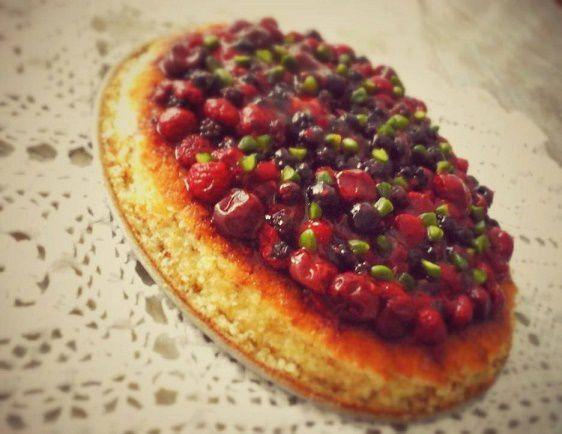 Entremet fruits rouges,aux amandes et chocolat blanc