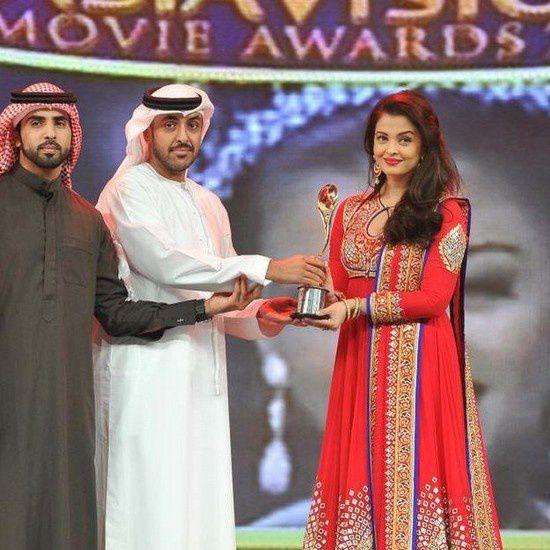 Aishwarya Rai Bachchan reçoit l'award de l'icône de l'Inde