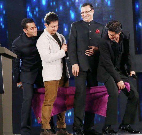 Shahrukh Khan, Salman Khan et Aamir Khan dans l'émission Aap Ki Adalat