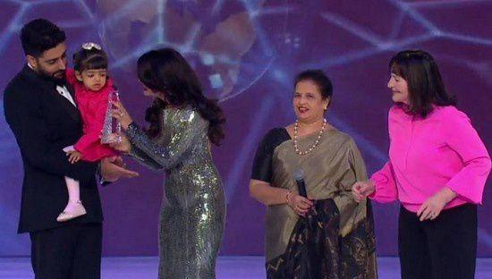 Aishwarya Rai Bachchan honorée au concours de Miss Monde 2014