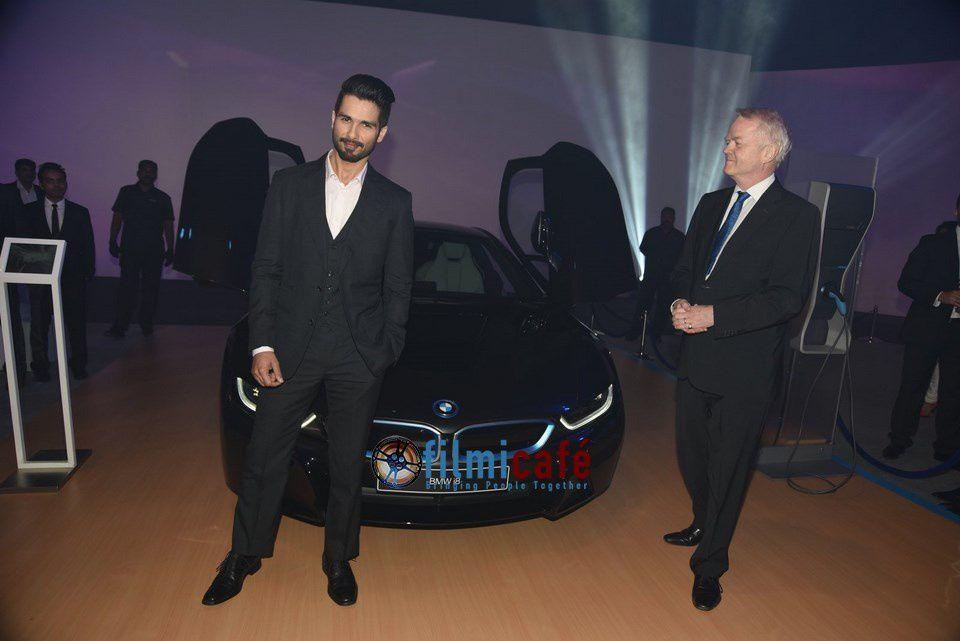 Présentation de la voiture BMW i8