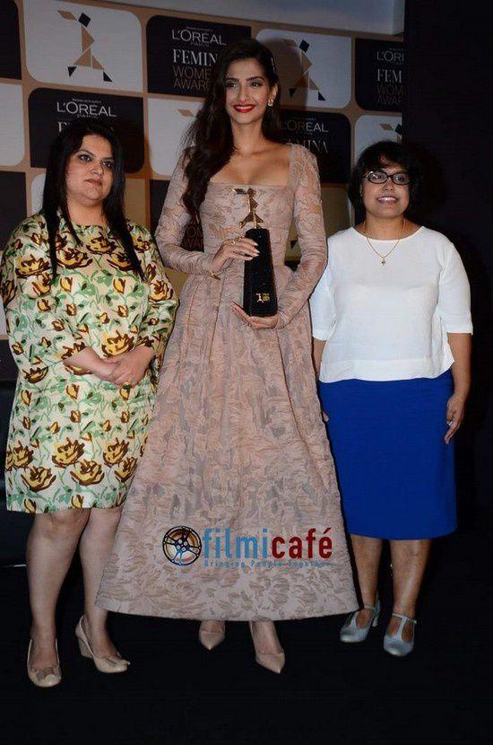Sonam Kapoor aux L'Oréal Femina Women's Awards 2015