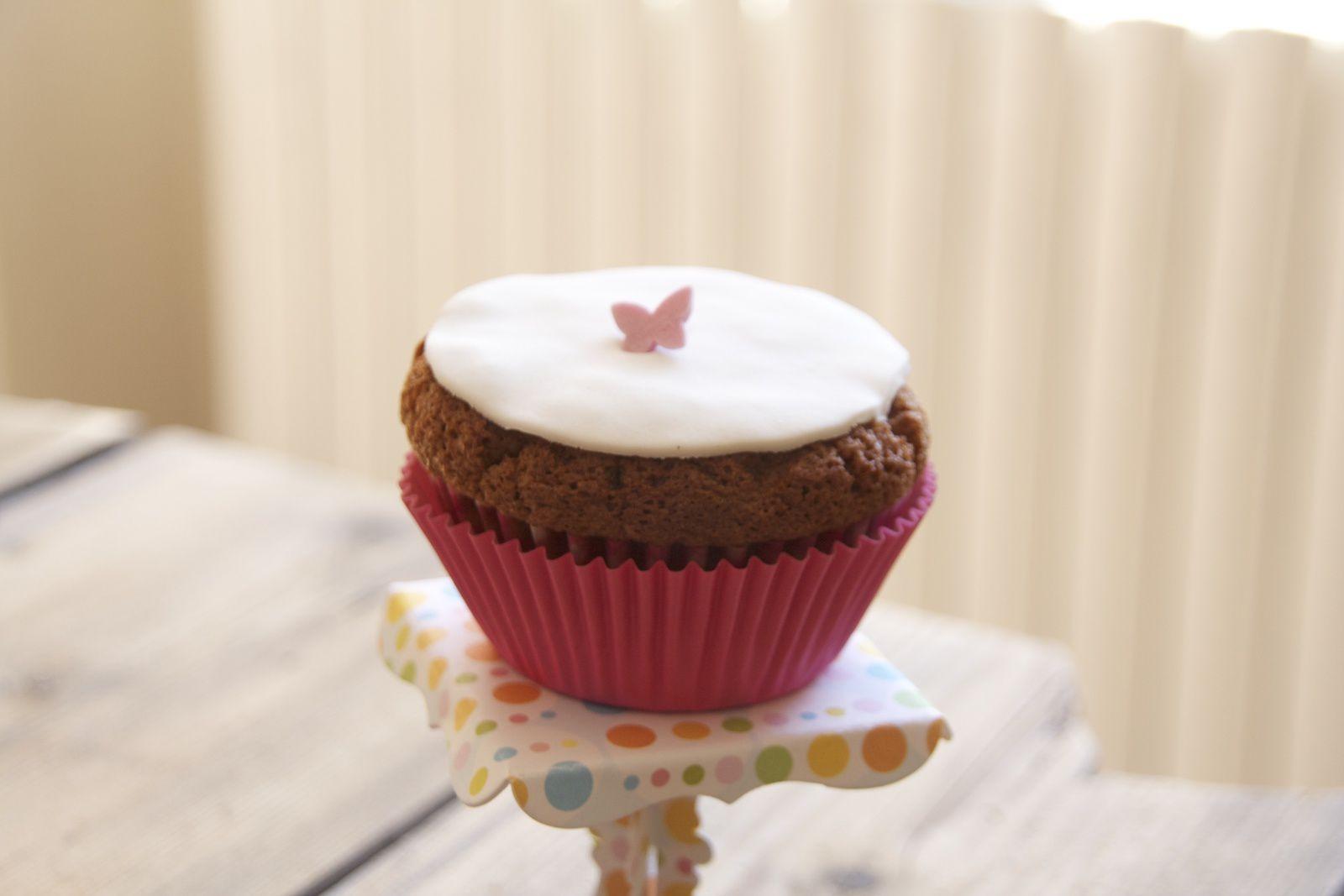 Cupcakes au Nutella chapeautés de pâte à sucre