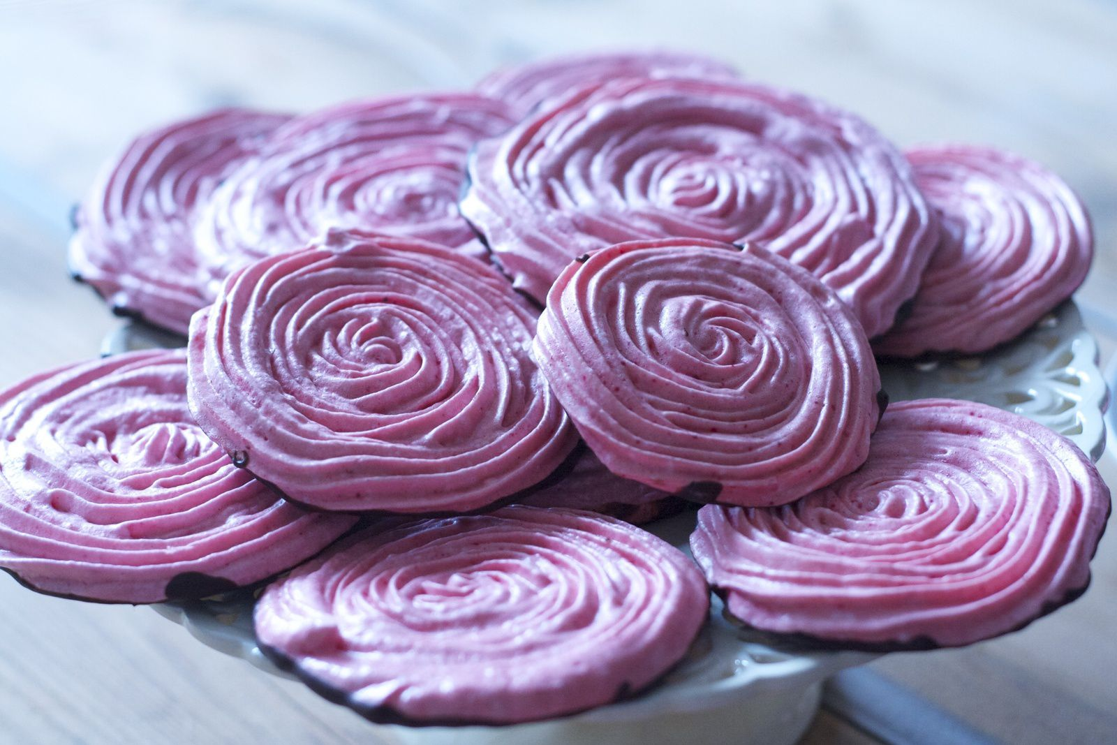 Meringues roses chocolatées