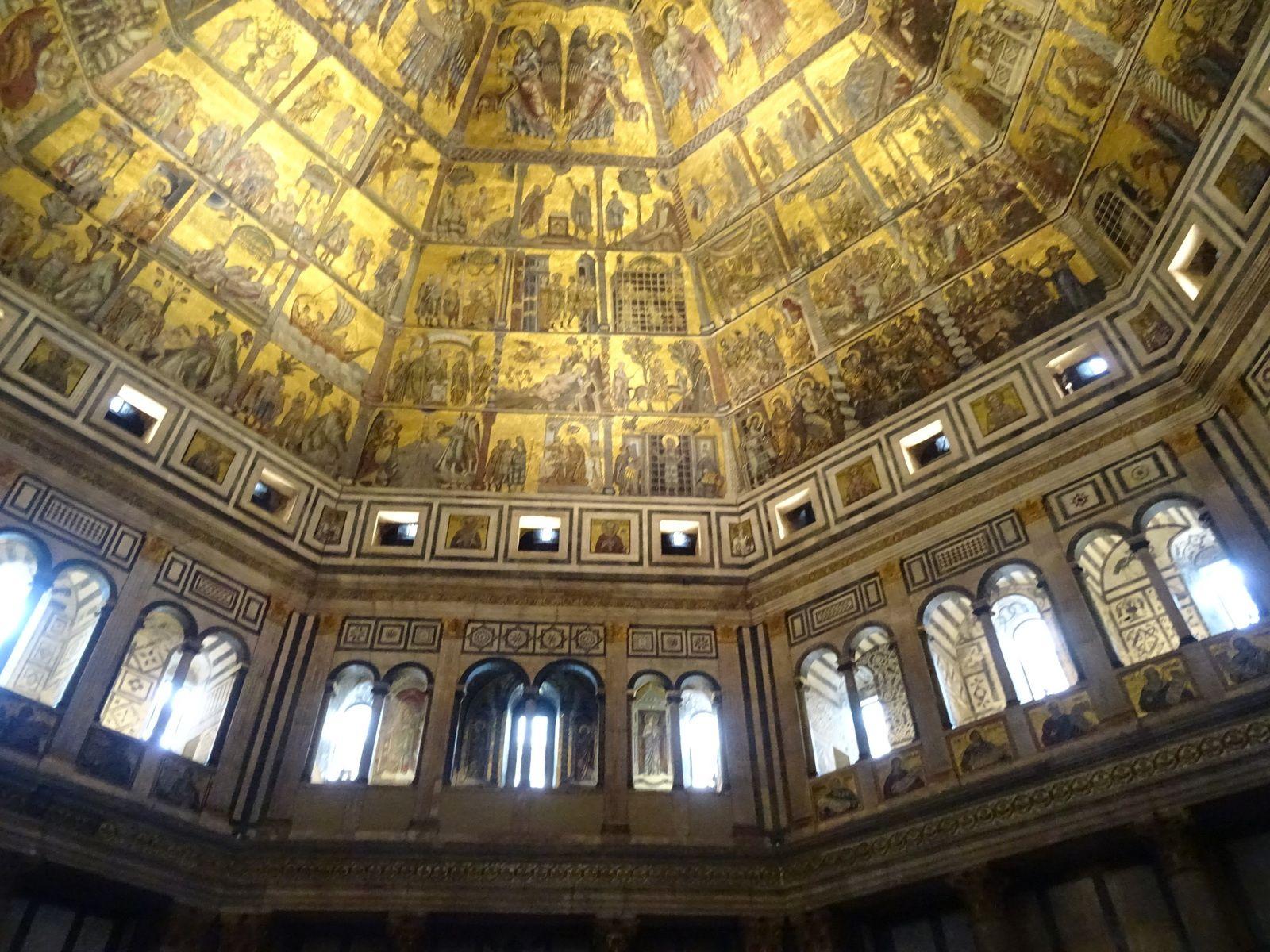 Baptistère, Florence : porte du Paradis (Ghiberti), mosaïques de la coupole, tombeau de l'antipape Jean XXIII déposé en 1415 par le concile de Constance (statue de Donatello)
