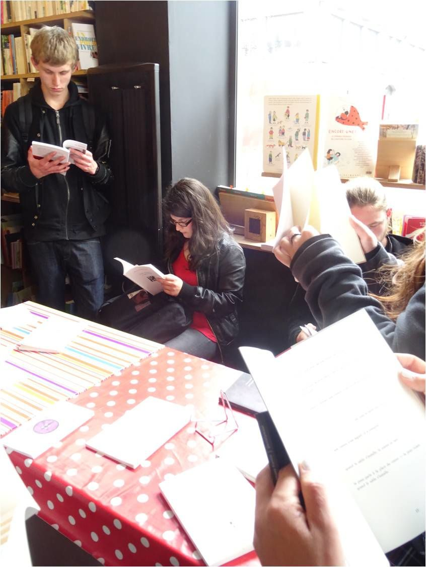 Mai 2010, mai 2011, mai 2012, mai 2013, mai 2014, mai 2015, mai 2016, mai 2017, mai 2018 à la petite Librairie à Brest, les Premières L sont chargés d'une mission : choisir des recueils de poésie contemporaine pour la sélection i-voix qui sera proposée à la génération suivante ...
