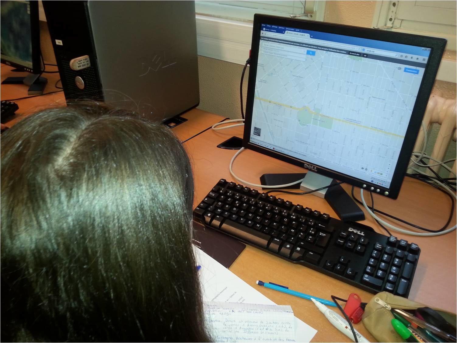 Quelques images prises en salle multimedia du Lycée de l'Iroise à Brest  : les Premières L au travail sur le blog i-voix.