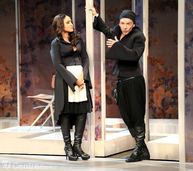 Photo de Silvia et de Dorante, représentés par des acteurs de la Comédie-Française