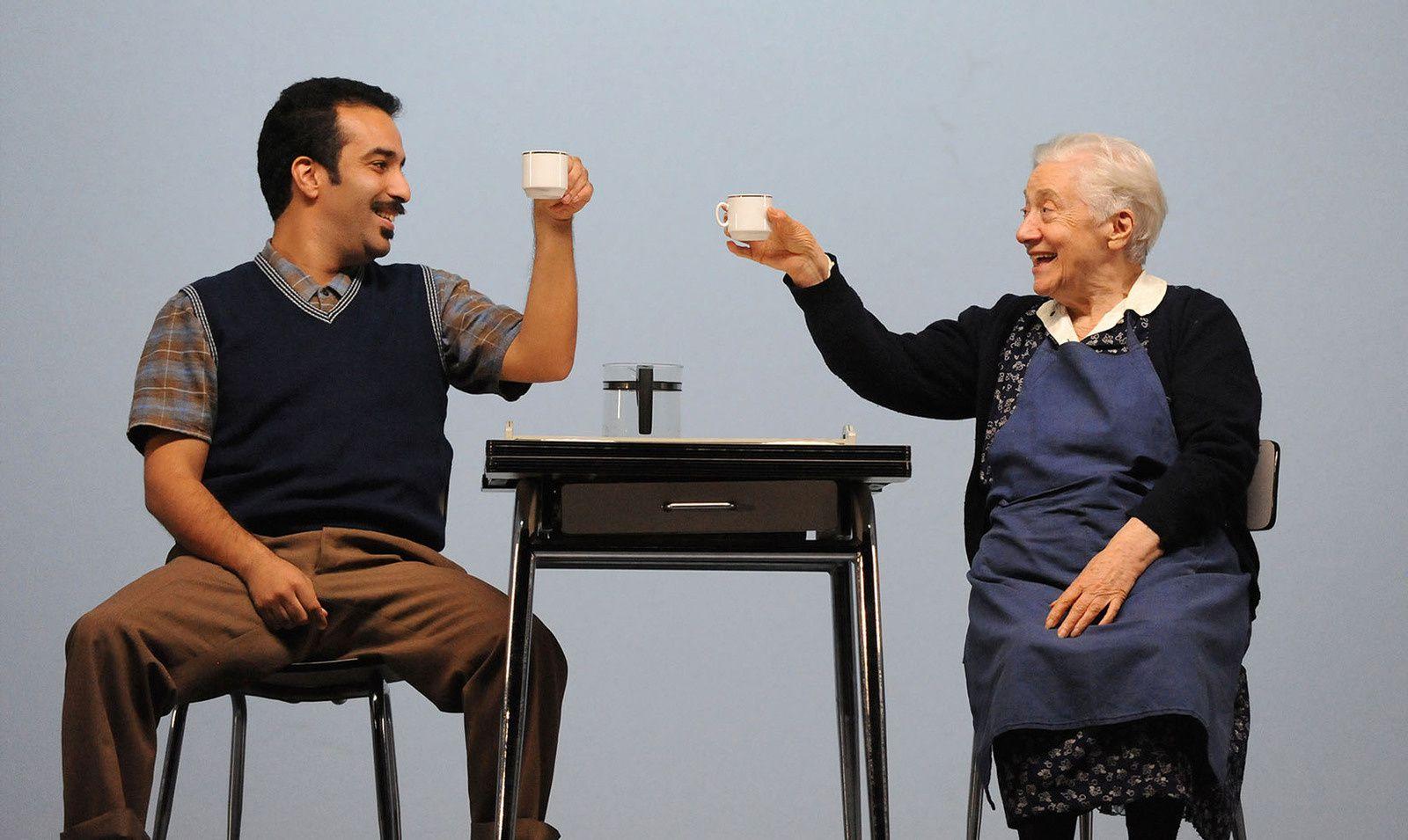 Aziz et madame Qeuleu profitant du silence de la maisonée