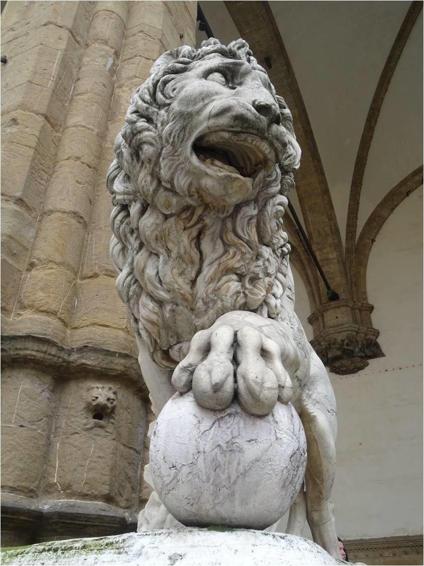 Décapitation - Lion de gauche