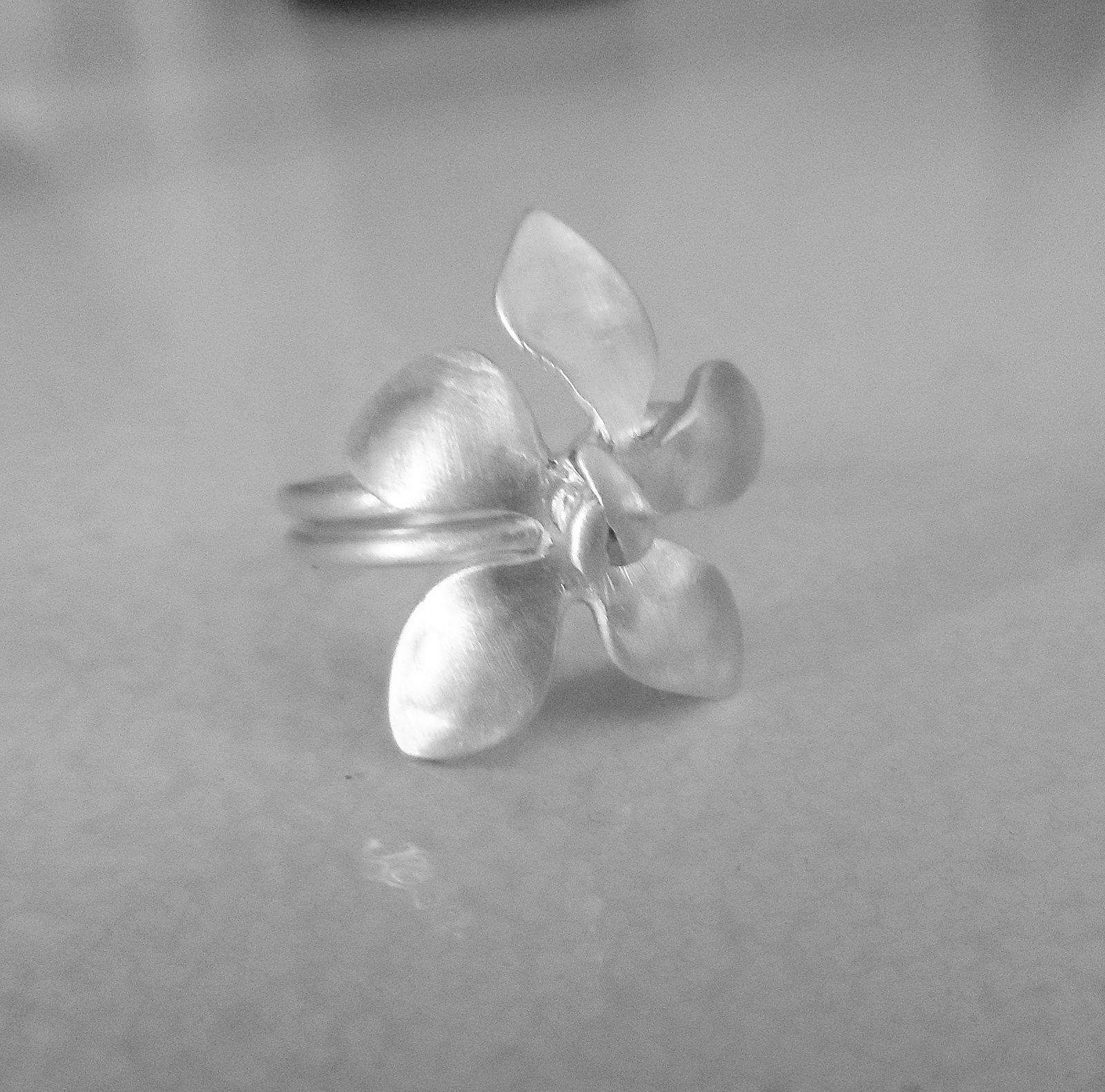 Bijoux fleurs, tortue, graine, caillou !