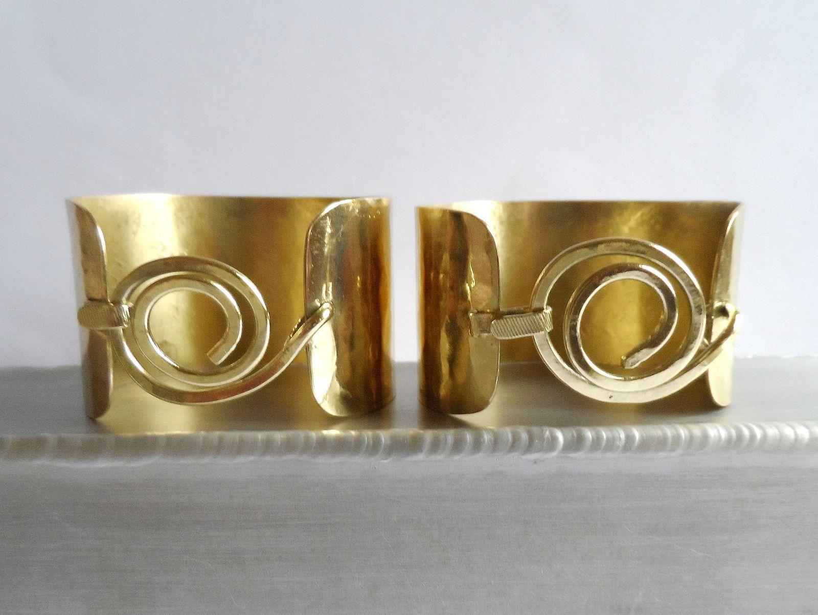 Parure  ceinture et manchettes dorées