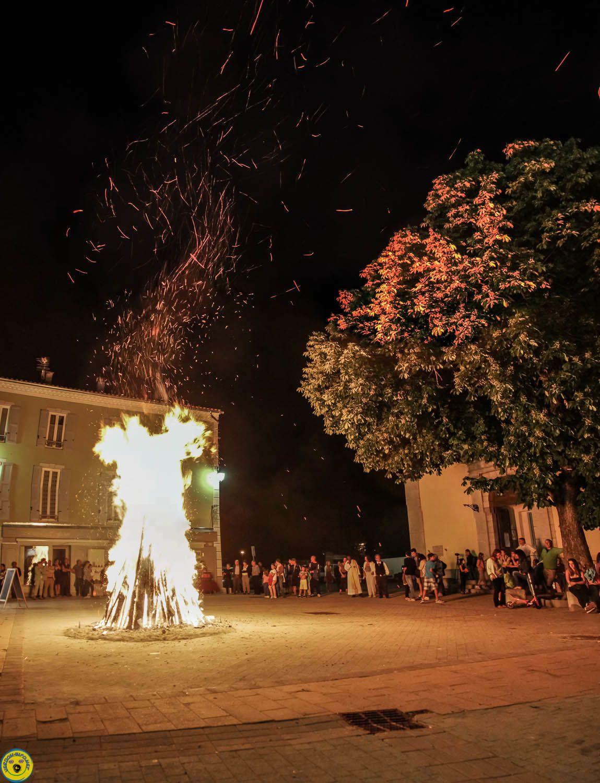 Saint André les Alpes : le feu de la St Jean a illuminé la soirée