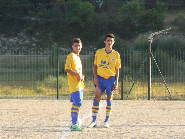La section sportive U17 du FC Burel (- de 17 ans) a effectué un stage à St André les Alpes. A gauche: Bernard Ricci et Joris Benard, à droite Bernard Gazel