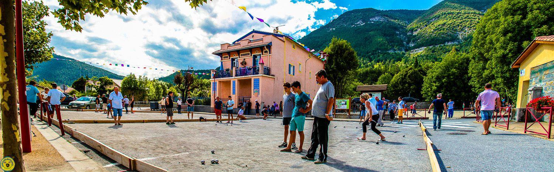 Une belle journée de compétition bouliste , la semaine bouliste est un atout incontestable des festivités locales  le seul impératif est le soleil et il était là en ce samedi que du bonheur , beaucoup de taf aussi pour l'amicale bouliste et le Bar de Provence mais c'est le but du jeu , n'est  ce pas !
