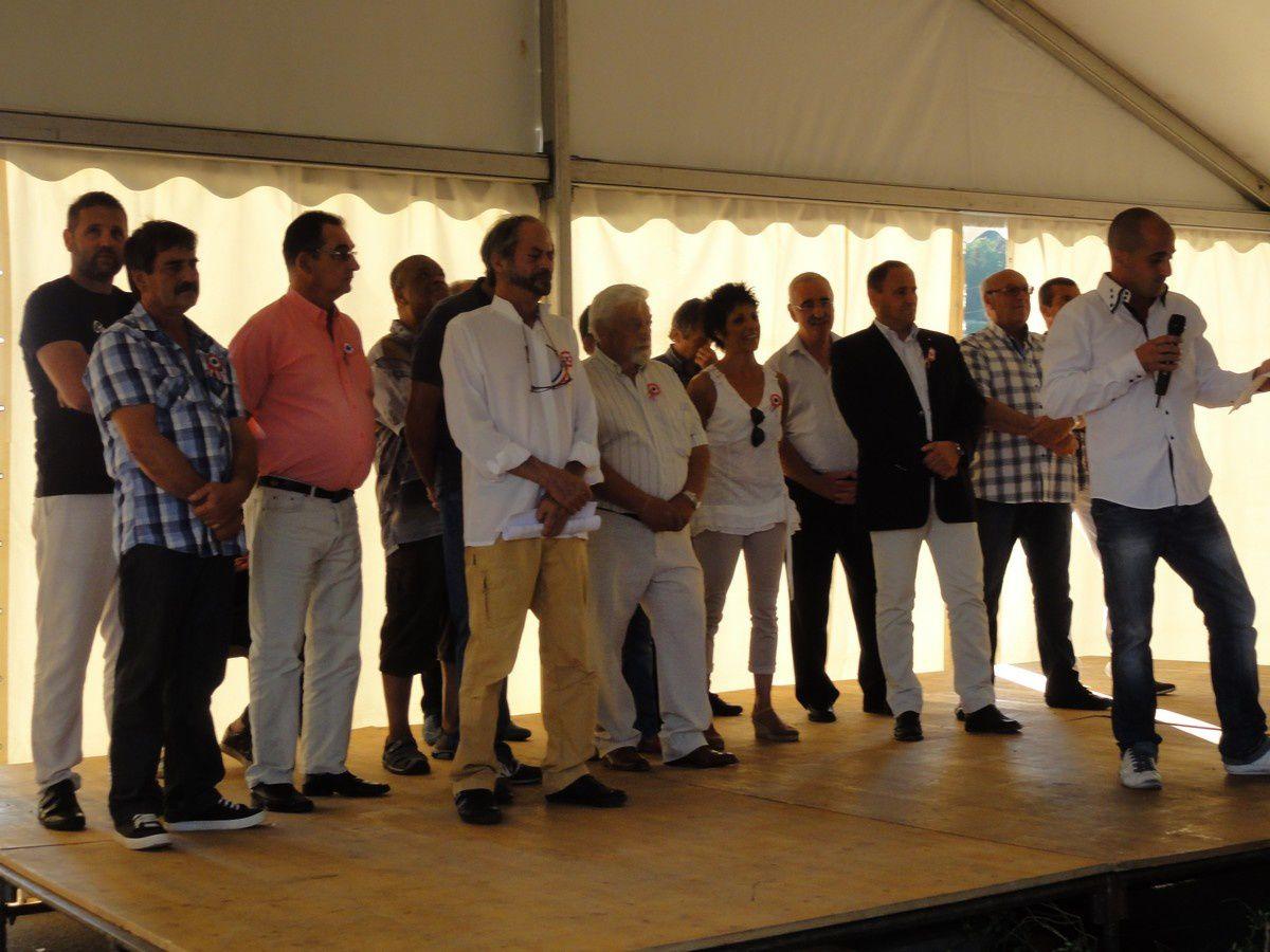 Photo : Le Maire et les élus lors des discours.
