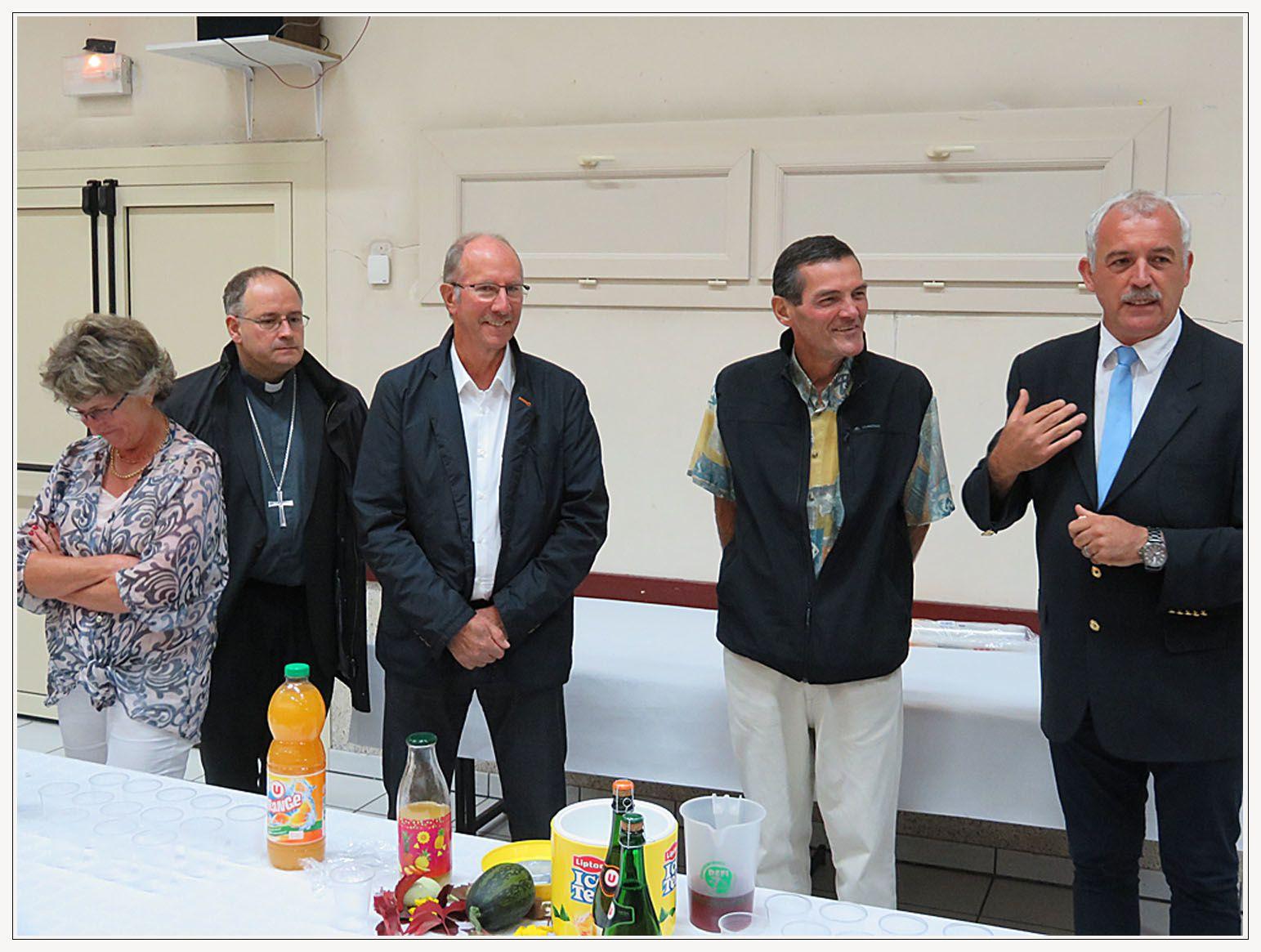 Autour du maire et des Ministres du Culte...