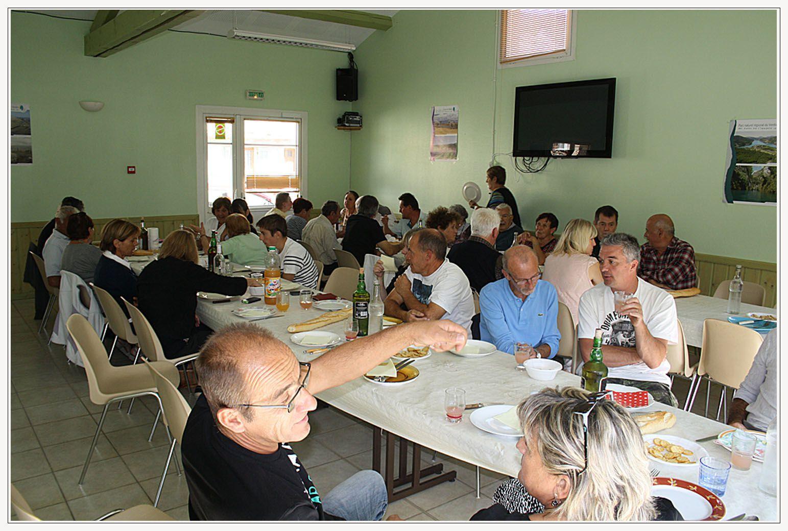 """""""Les membres de l'association """"Les Estubés"""" se sont réunis autour d'une bonne table"""""""
