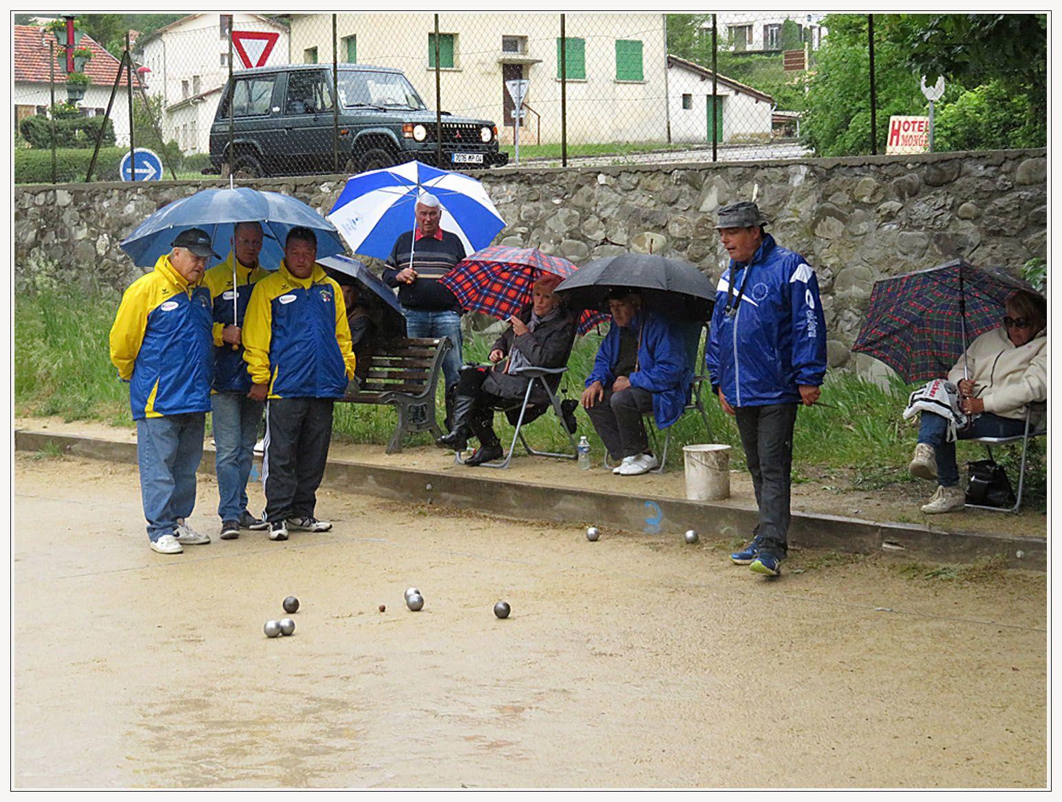 Les parapluies sont de sortie  Photos Maurice