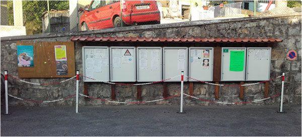 - Mise en place de nouveaux panneaux d'information pour affichage municipal et associatif et installation de protections pour permettre le passage des usagers