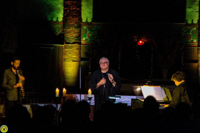 St André les Alpes Le prêtre chanteur , Gil Florini et ses musiciens