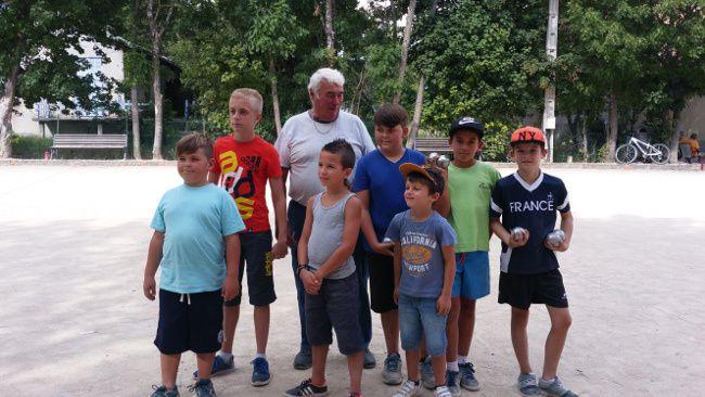 Une semaine qui démarre bien pour l'amicale bouliste de St André les Alpes  et le concours pour enfants