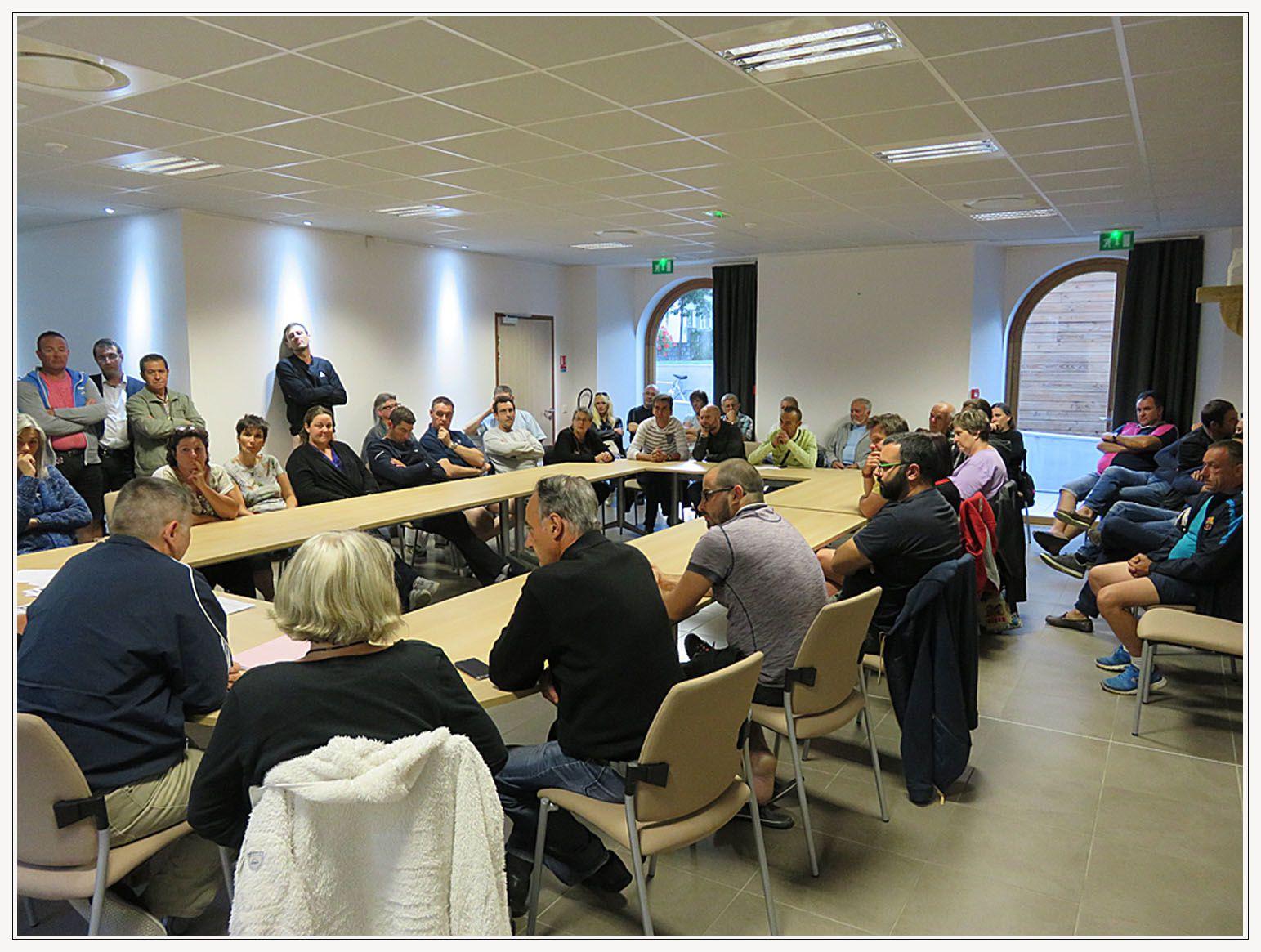Saint André les Alpes : Les commerçants défendent le service des impôts