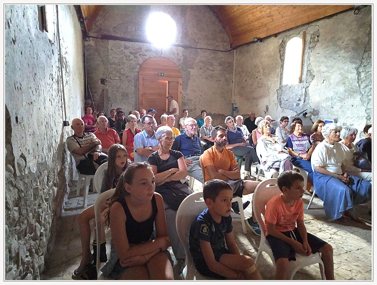 Thorame Haute conférence de Charly Grac sous affluence