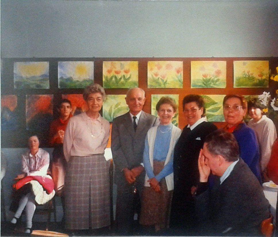 Lors du départ en retraite de notre lingère intendante Mme Damy en 1990 ... Debouts de gauche à droite : Olga Klimoff, Georges Ducommun, Colette Ducommun et Madame Damy.
