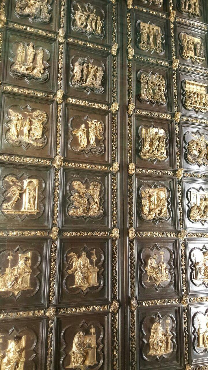 quelques oeuvres originales dont la célèbre porte du baptistère (ce ne sont pas des copies)et la Pietà à l'intérieur du musée