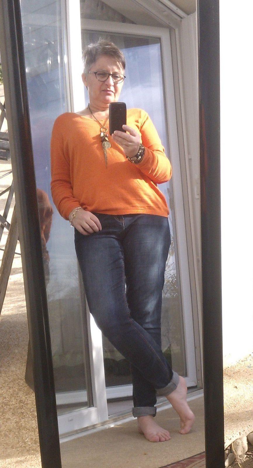 Décembre, pull orange de chez Monoprix