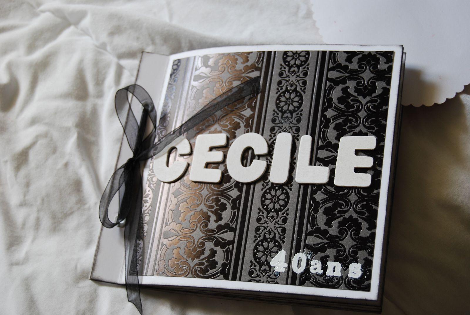 """le """"Cécile"""" sont des lettres en bois blanc, le """"40 ans"""" sont des lettres de chez ARTEMIO que j'ai embossé à chaud avec de la poudre blanch"""