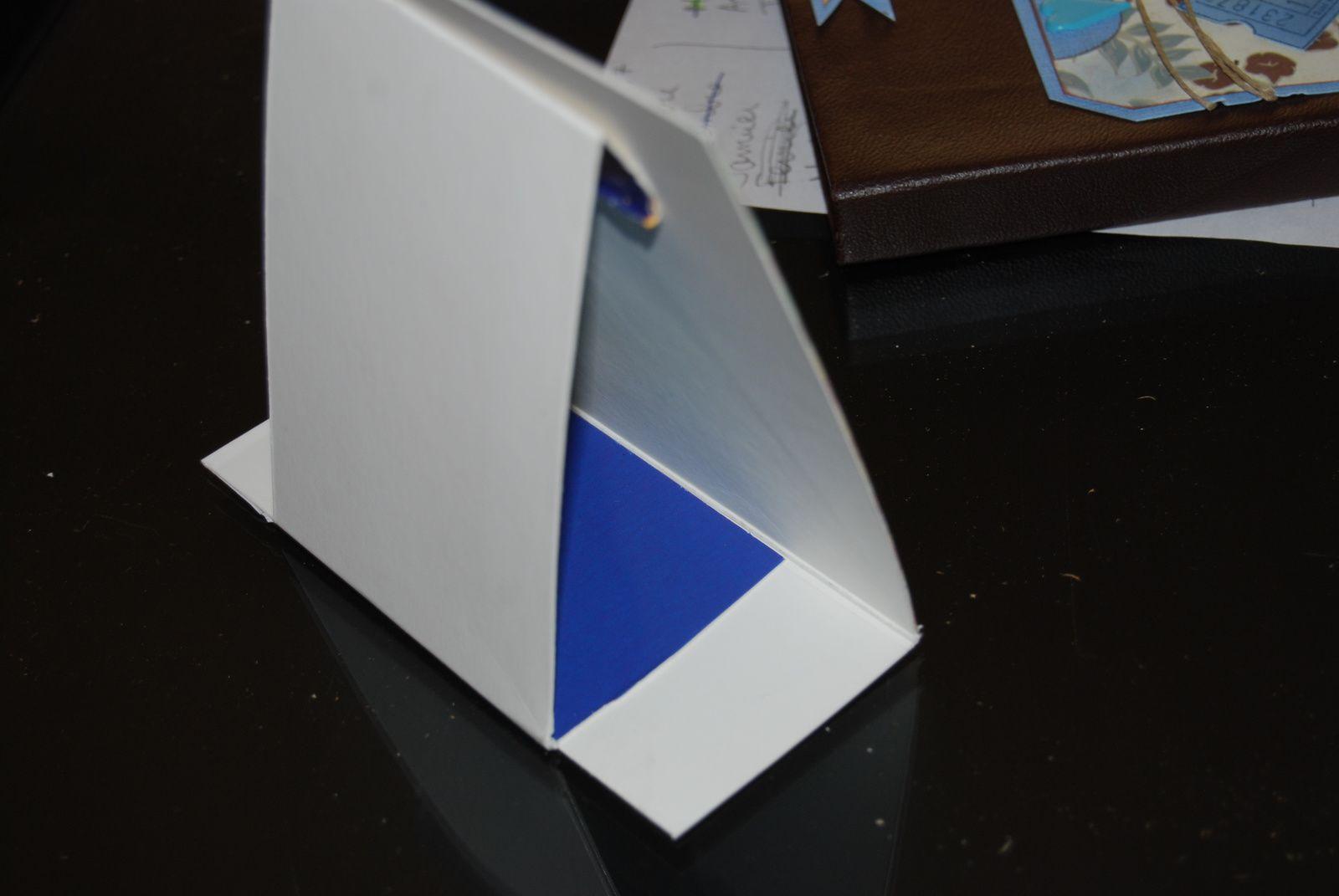 Un cadre en carton et papier ...