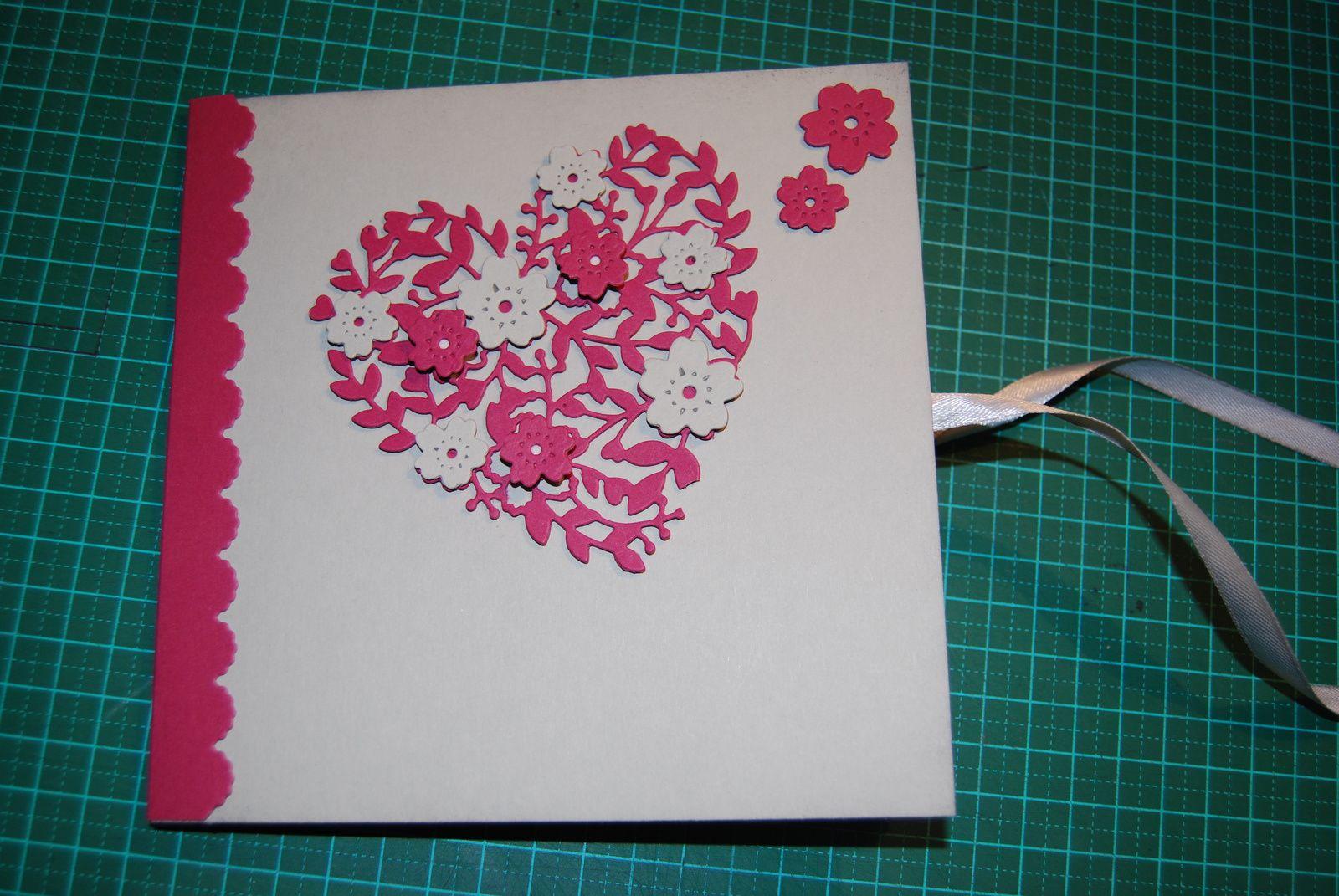 Un album avec des rayures, du rose et du gris ...