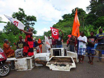 Crédit Photo:  Barrage routier lors de la grève générale du 13 avril 2016. DR