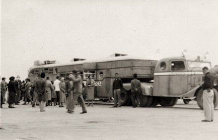 Bus de la Nairn Cie photographié à l'aéroport de Bagdad (1935, collection personnelle)