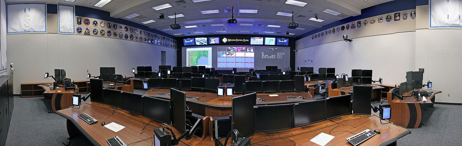 10 avril : Visite du Centre de Commande de Vol rénové pour Orion à Houston (Mission Control Center).