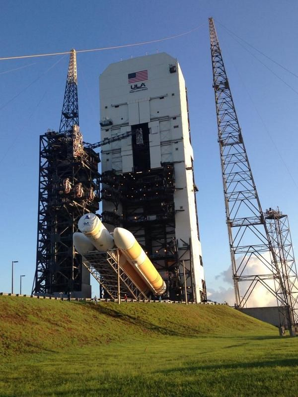 Roll-out de la Delta IV vers son pas de tir.