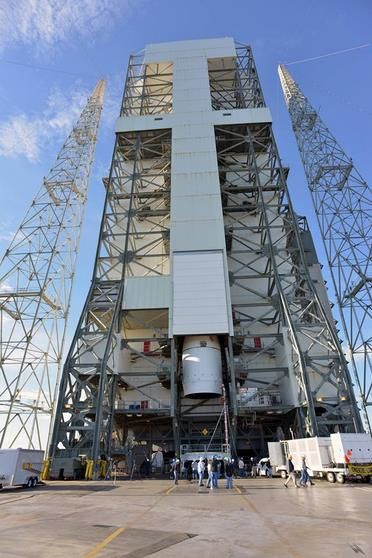 Roll-out et installation sur la Delta IV.