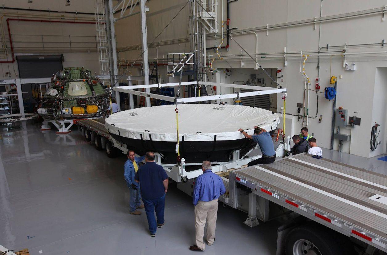 Préparation du bouclier thermique en vue de son transfert au Marshall Space Flight Center