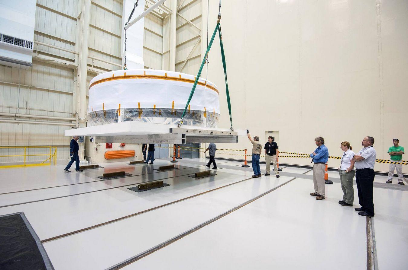 Le simulateur de l'adaptateur du module d'équipage arrive à Plum Brook Station